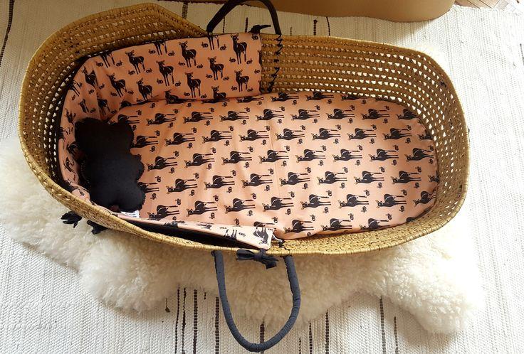 Couffin bébé osier vintage - Moise - Rose et gris - Motif biche - Coton bio et oeko tex de la boutique MerciSuzy sur Etsy