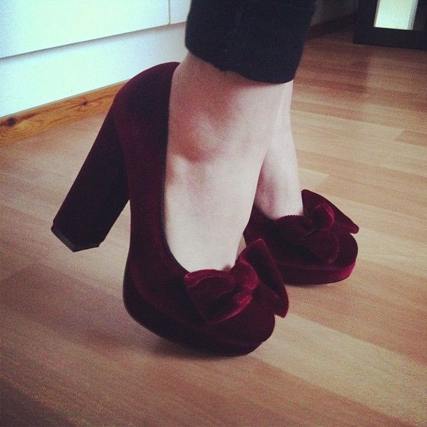 Velvet shoes. Oh baby. Sign me up for a pair of these. Would be so easy to customise your own pair.