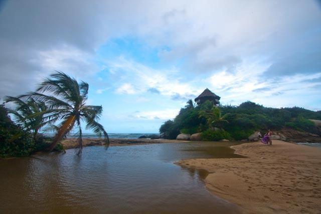 Un lugar casi mágico y muy cerca al Parque Tayrona, así es nuestra Playa Bonita.
