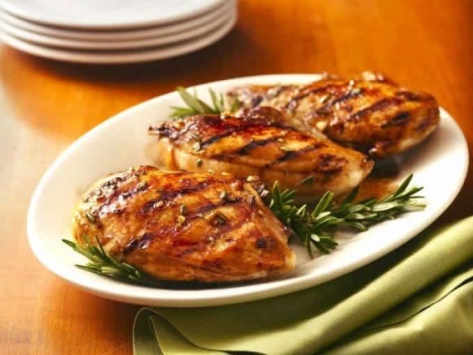 Pollo con vinagreta de ajo y limón