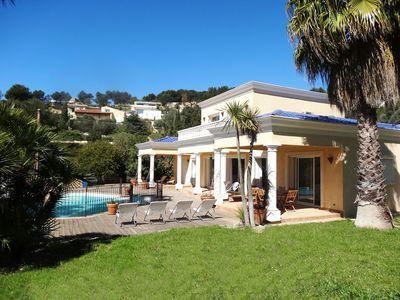Réservez votre villa de vacances Bandol, comprenant 5 chambres pour 10 personnes. Votre location de vacances Var sur Homelidays.