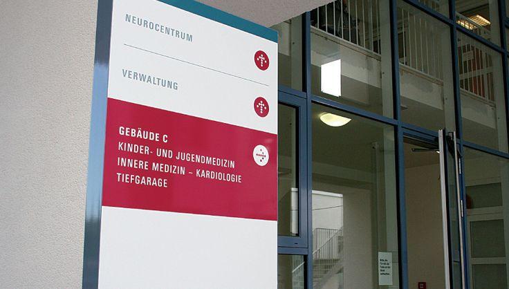 Fachärztezentrum Außenbeschilderung