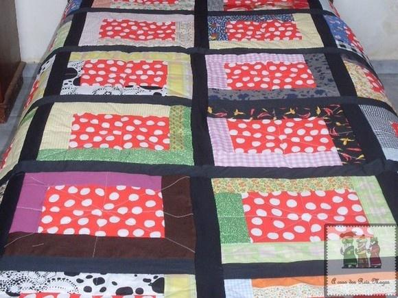 # Colcha de retalhos , tamanhos:  -solteiro ( 1,80 X 1,50cm) -solteirão ( 2,10 X 1,80 cm) - casal ( 2, 60 X 2,10 cm )  # Por ser um produto artesanal, poderá ocorrer variação nas cores e no tecido , fica a critério do comprador a estampa , a colcha pode ser forrada com matelassê , tecido de algodão com algumas camadas ou mesmo sem forro , apenas com o acabamento.  # os preços dependem do tamanho e do material utilizado , consulte-nos!!!!