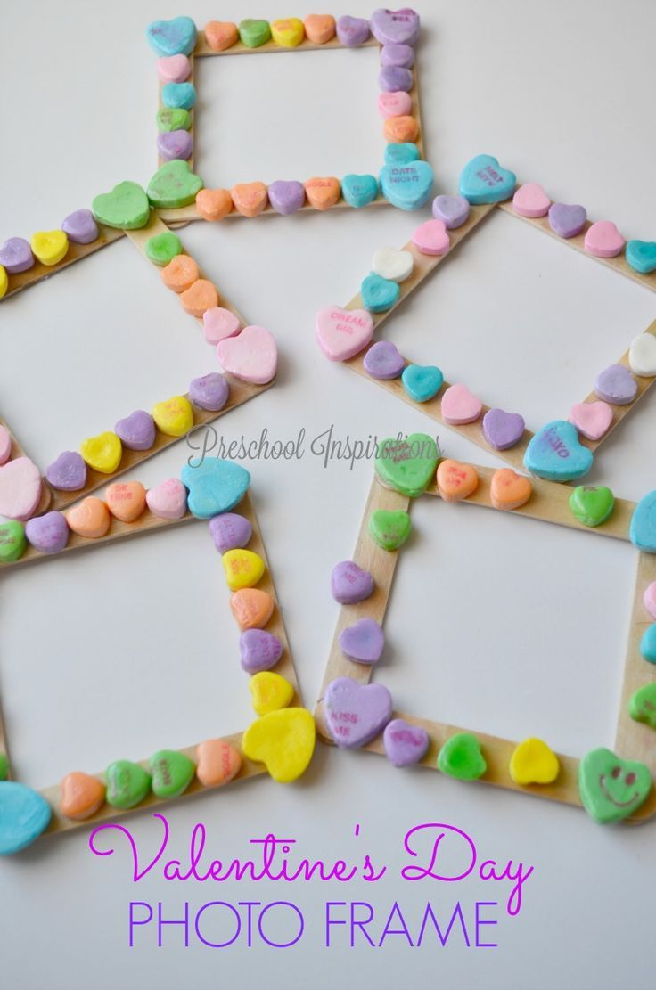 Do you need a child-made Valentine's Day activity? Look no further! This conversation heart photo frame is by far my new favorite way to use those candy hearts that we get around the holiday of love! This conversation heart photo frame is an easy activity for children to do, and it's a keepsake at theView Post
