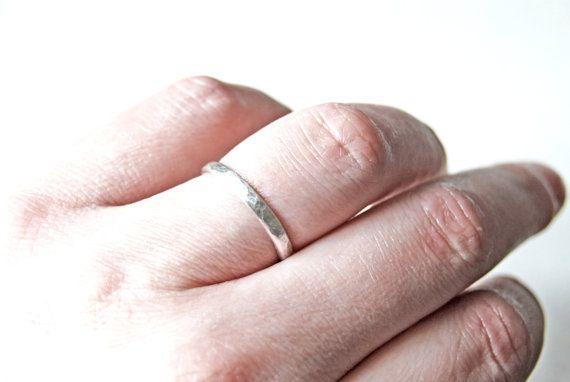 Stapelring sterling zilver geoxideerd gehamerd door Draadjuwelen, €14.00