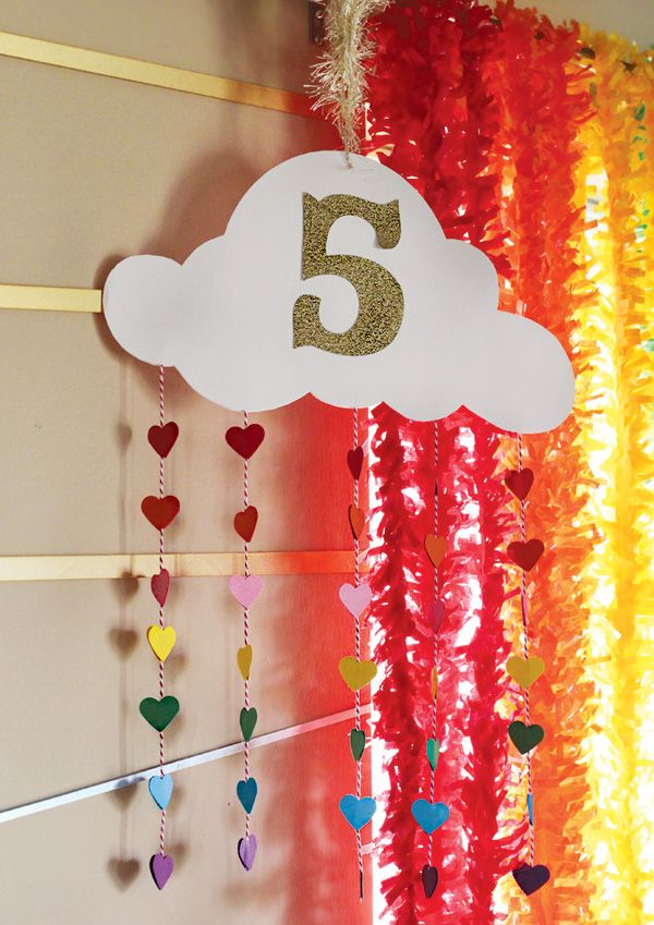 Easy DIY: paper cloud mobiles with rainbow rain drops