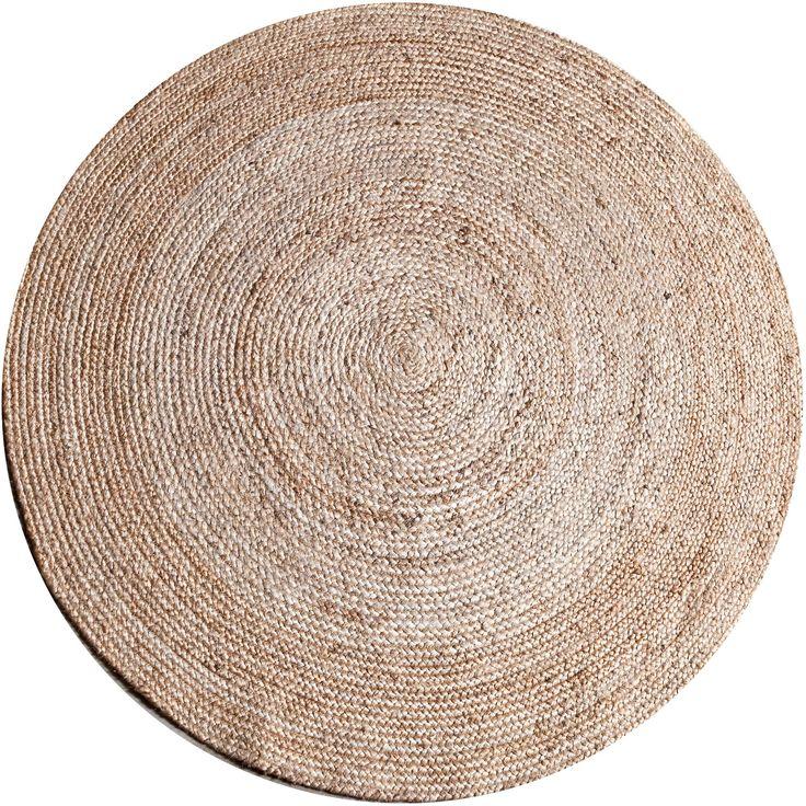 Dit vloerkleed uit de Jute lijn heeft een doorsnede van 120 cm. Het vloerkleed kan op veel verschillende plekken ingezet worden en kan meer warmte in uw huis brengen. Het kleed is gemaakt van jute.