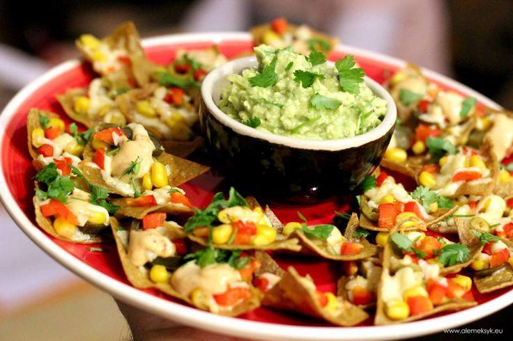 Traditional nachos with smoked chipotle sauce // Tradycyjne nachos z sosem majonezowym smoked chipotle i guacamole