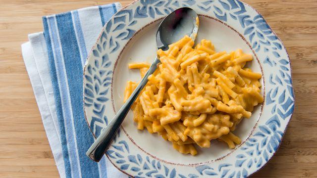 http://cuisinefuteeparentspresses.telequebec.tv/recettes/1/macaroni-au-fromage Je fais souvent cette recette pour passer mes restants de fromages (Philadelphia, brie, oka, cheddar doux, etc)