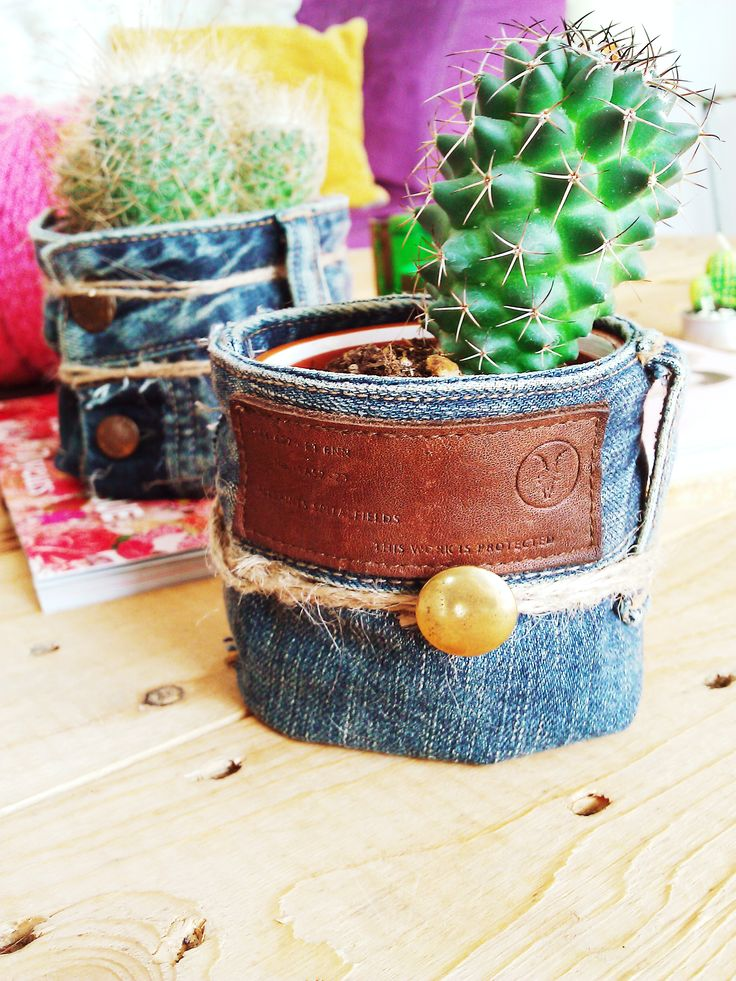 I've made this two casings in a boho and vintage style. Made of used jeans trousers! See more pics on my blog.