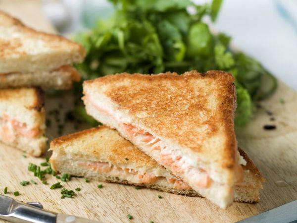 Croque zalm met kruidenslaatje Lekker als lunch - Libelle Lekker!