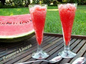 Il sorbetto di anguria è un dolce freddo al cucchiaio, molto dissetante e ideale nelle calde giornate estive. Facilissimo da realizzare.
