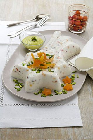 Cassata semifredda con pistacchi Questo dolce è un capolavoro della pasticceria siciliana. Ma oltre alla bontà dei suoi ingredienti ad affas...