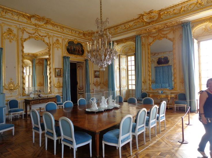 Tour the dining room of the palace of versailles travel for Most beautiful dining rooms in paris