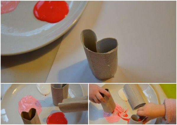Avec un rouleau de papier en carton, on en fait de jolies choses! sur la toile, on regorge de trésors fait de ce simple petit truc!! Avec de la peinture rouge, rose et blanche, nous avons couvert une grande feuille, en utilisant le rouleau comme un tampon...