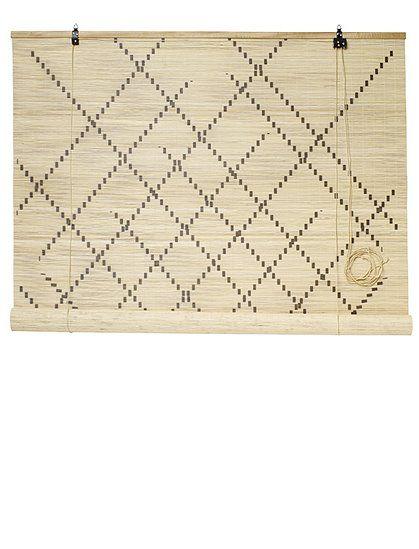 Toller Sichtschutz und voll im Trend! Bambusrollo von Nordal, mit schönen grafischen Mustern bedruckt.
