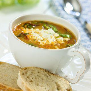 Linssoppa med tomat och fetaost