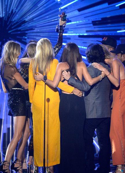 Taylor Swift Photos Photos - (L-R) Model Martha Hunt,model Gigi Hadid, actress Serayah, recording artist Taylor Swift, director Joseph Kahn, model Lily Aldridge, actress Mariska Hargitay and model Karlie Kloss accept the Video of the Year award for 'Bad Blood'  onstage during the 2015 MTV Video Music Awards at Microsoft Theater on August 30, 2015 in Los Angeles, California. - 2015 MTV Video Music Awards - Show