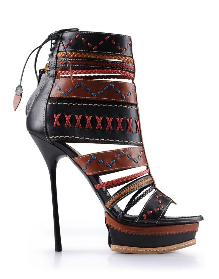 ...scarpe aggressive.... sempre! ....(dsquared2 s/s20129)
