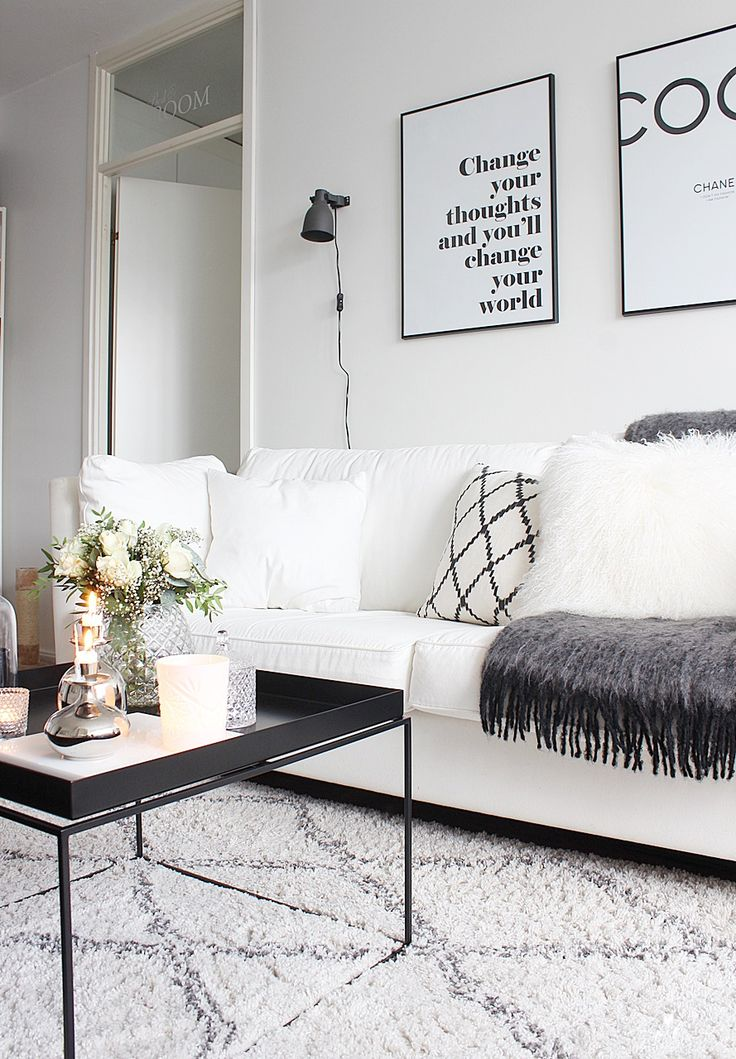 Black and white living room mustavalkoinen sisustus olohuone hay tray table Desenio poster Ellos Tanger rug matto chhatwal & Jonsson Cozy home hygge
