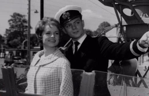 som kaptajnløjtnant Adam, i Sømand i knibe fra 1960. (her med Ghita Nørby)
