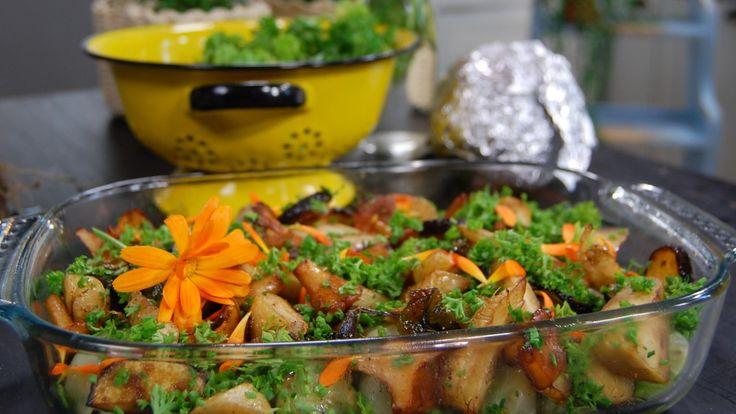 For å lage gode kålruletter må du passe på å ikke koke kålbladene for myke. I oppskriften fra Paul Svensson er kålbladene litt sprø. Denne utgaven er vegetarisk, og rulettene er fylt med rotgrønnsaker og sopp.