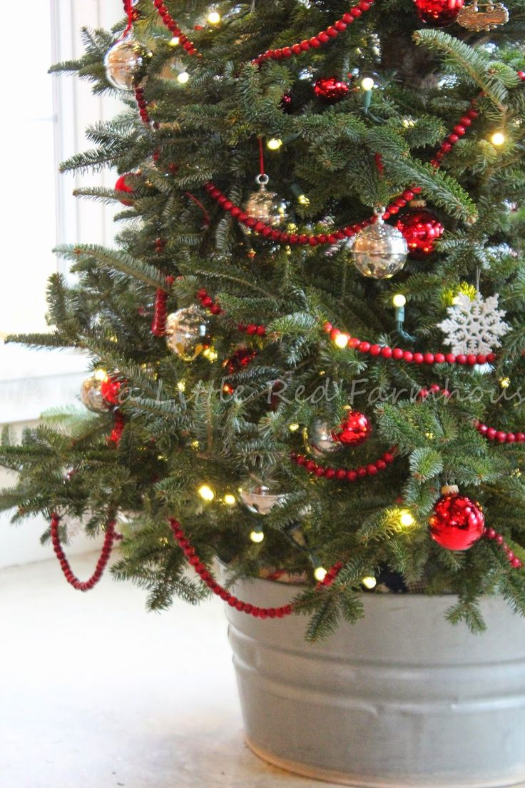 Real christmas tree decorating ideas - Life In A Little Red Farmhouse Decorating The Farmhouse For Christmas Real Christmas Treerustic
