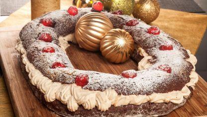 Bruno Oteiza prepara un original rosco de Reyes con cacao y café y relleno de nata de café. Un postre divertido y diferente para el día de Reyes.