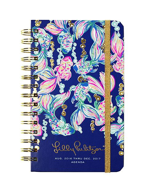 The Lilly Pulitzer Medium Agenda is here in your favorite prints. Keep your social schedule in order (and in style) with your new planner. Your favorite features are back - new *gold* the elastic band