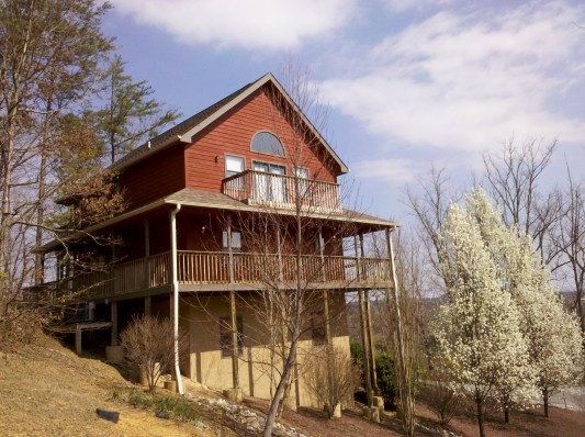 Best 25 cheap gatlinburg cabins ideas on pinterest for Cheap cabin rentals near gatlinburg