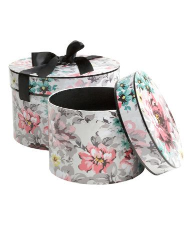 Good things come in floral packages. Pair of round boxes with lids and satin ribbon tie. | H&M Gifts