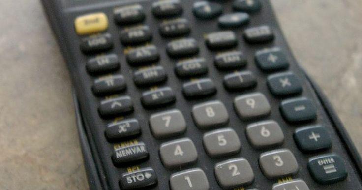 Cómo utilizar una calculadora TI-30XA. La TI-30XA es una calculadora científica con muchas funciones. Puedes calcular problemas con fracciones y decimales, así como también resolver los problemas de probabilidad y funciones. Una calculadora científica calcula la oración numérica que escribes en el uso del orden de las operaciones: paréntesis primero, luego las raíces y exponentes, ...