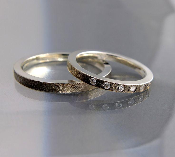 Indywidualne zamówienia na obrączki ślubne ze złota lub platyny, wysadzane brylantami. Według wzoru klienta.