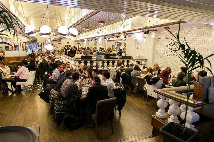 Después de la HC NIGHT disfrutamos de una agradable cena en un famoso restaurante del centro de Barcelona, reservado para los 150 clientes que asistieron al Show