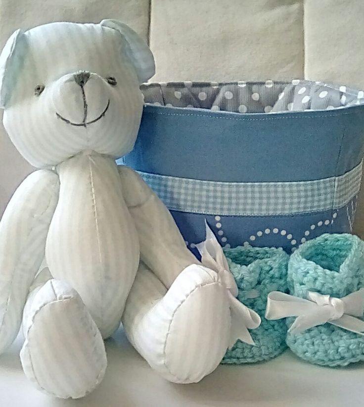 Ensemble cadeaux de naissance garcon, ourson, chausson et panier : Jeux, peluches, doudous par lulu-france
