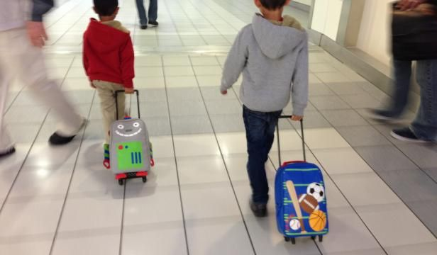 #Tips on #traveling with #children #jetlag @ymcbuzz @Andre