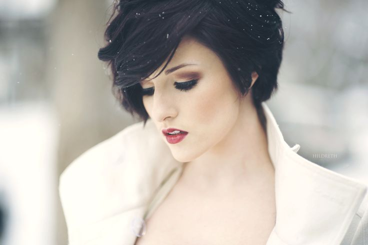 This is what i see beauty as. Soft, and bold, feminine but strong. Plus her hair is on point.