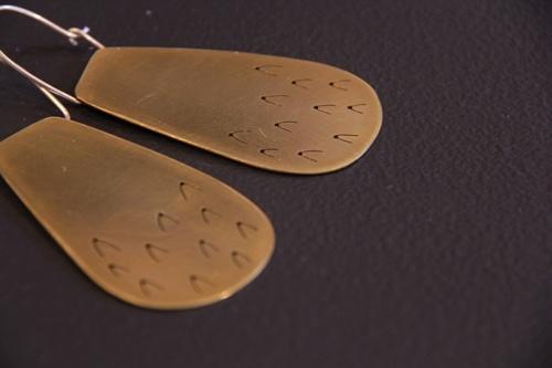 brass earringsEarrings Met, Etchings Brass, Ears Fashion, 1 Jewels, Ears Bobs, Jewellery Inspiration, Brass Earrings, Jwls Earrings, Jane Hodgett