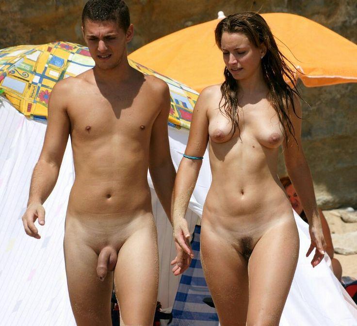 Horny amateur couple having sex on the beach - XVIDEOSCOM