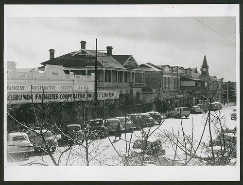 4900490128_678b3aa653.jpg (500×382)Bridge Street, Murray Bridge, 1953 South Australia