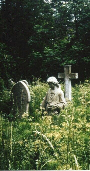London's Highgate Cemetery in the Summer