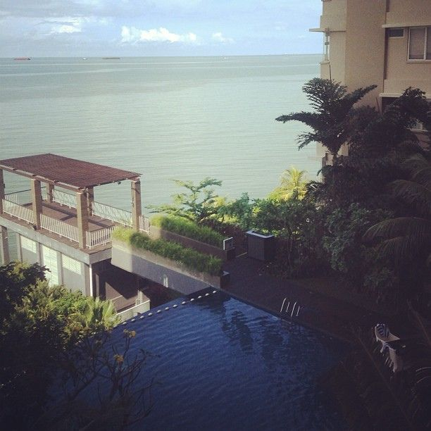 Aston Hotel #balikpapan #instabpn #instapic #instadaily #instagram #igers #instagramers #hotel #architecture #pool #waterfront @instabpn
