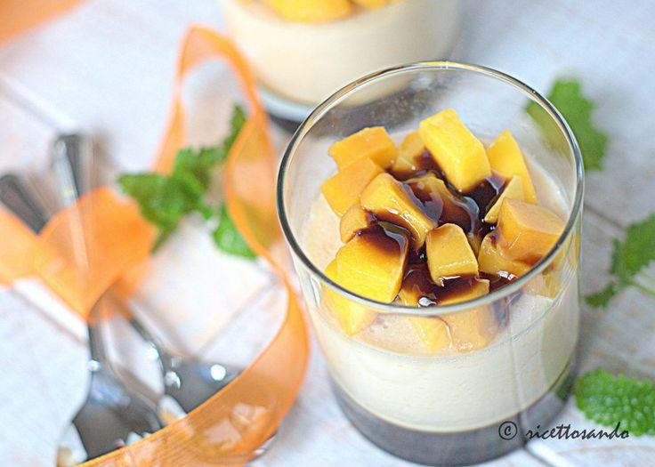 Panna cotta con mango e aceto balsamico al lamone