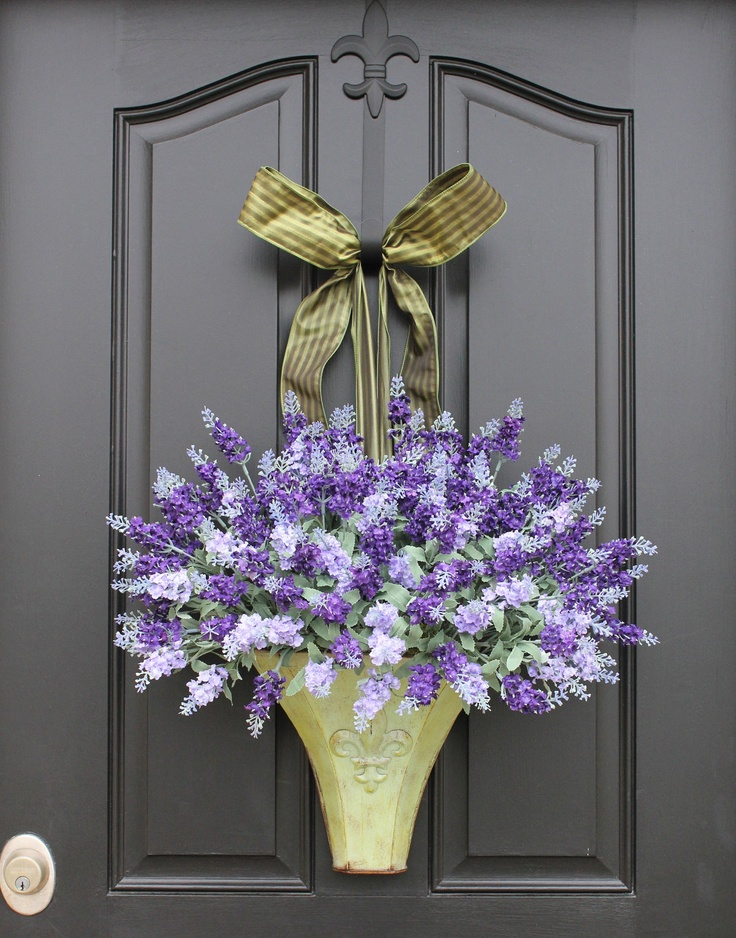 lavender in yellow ... so pretty!!  :)Ideas, The Doors, Spring Flower, Lavender Wreaths, Doors Decor, Front Doors, Flower Pots, Spring Wreaths, Hanging Baskets
