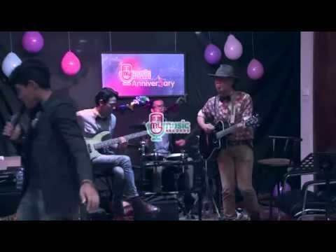 Coldplay - Yellow cover by DEGA (live at #MyMusic 5th Anniver5ary)
