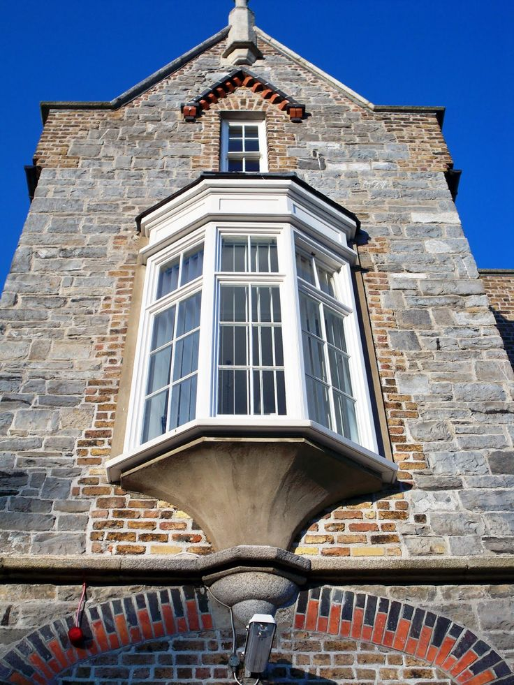 Oriel window projects from the side of the building like for Bay window construction details