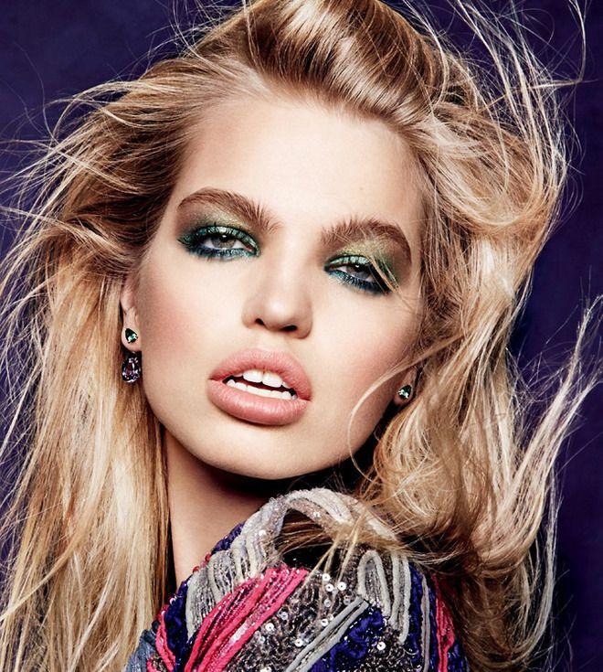 Дафна Гроенвельд   «Голая» кожа и акцент на глаза — в этом сезоне праздник у девчат вроде Дафны Гроенвельд, жалующих рокерский макияж с «искрой». Смело рисуйте на веках «металлическими» тен…