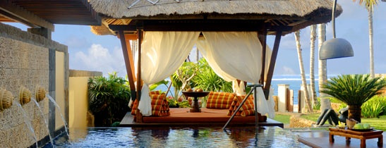 Basen w willi The St. Regis, Bali