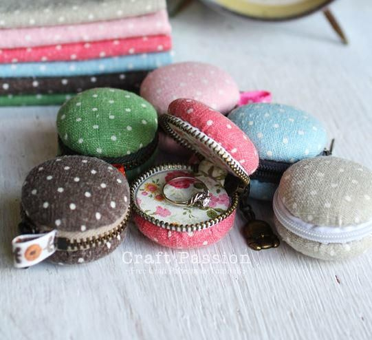 This adorable DIY coin purse looks good enough to eat! Make a DIY coin purse that looks like the famous French cookie with this fun sewing tutorial.