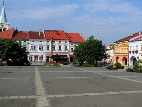 Starobylé domy na náměstí ve Valašském Meziříčí